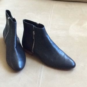 GENTLY USED LOEFFLER RANDALL LEATHER ANLE BOOTS